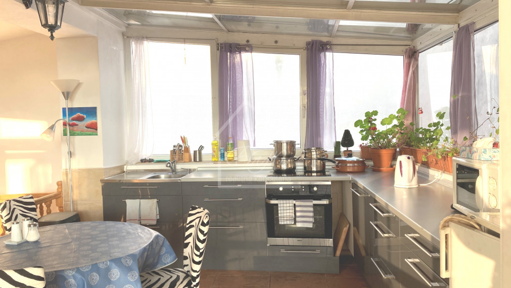 veľký (150 m) byt s dvoma samostatnými spálňami a dvoma terasami