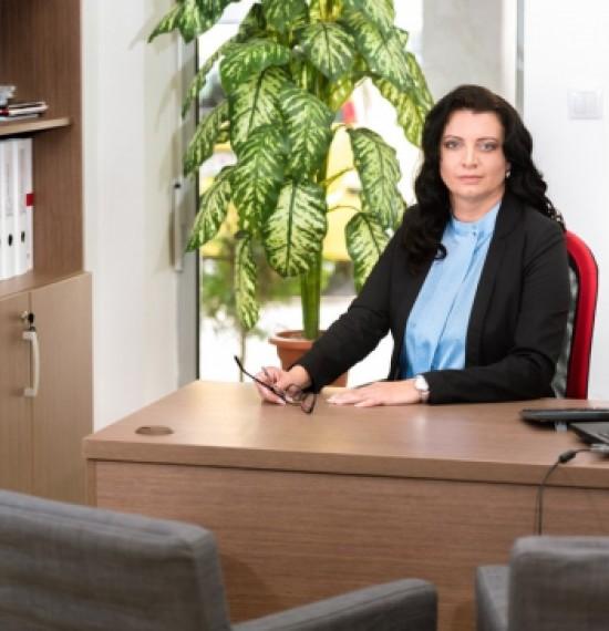 PhDr. Júlia Gregová